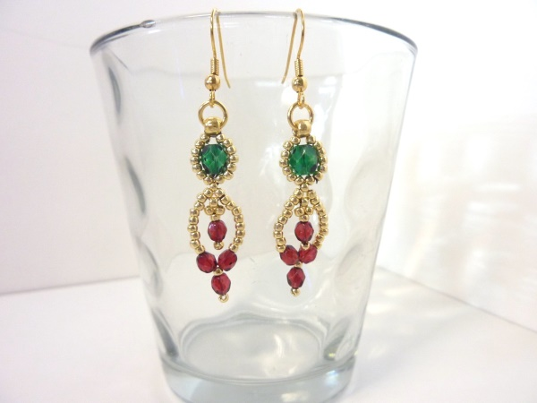FREE beading pattern: Christmas Cascade Earrings