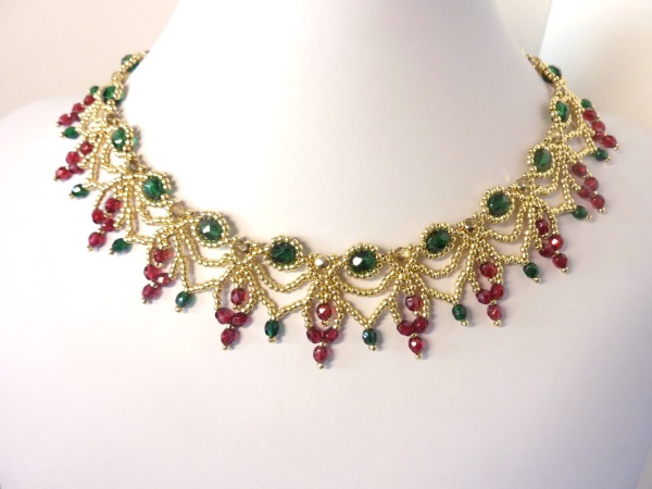 FREE beading pattern: Christmas Cascade Necklace