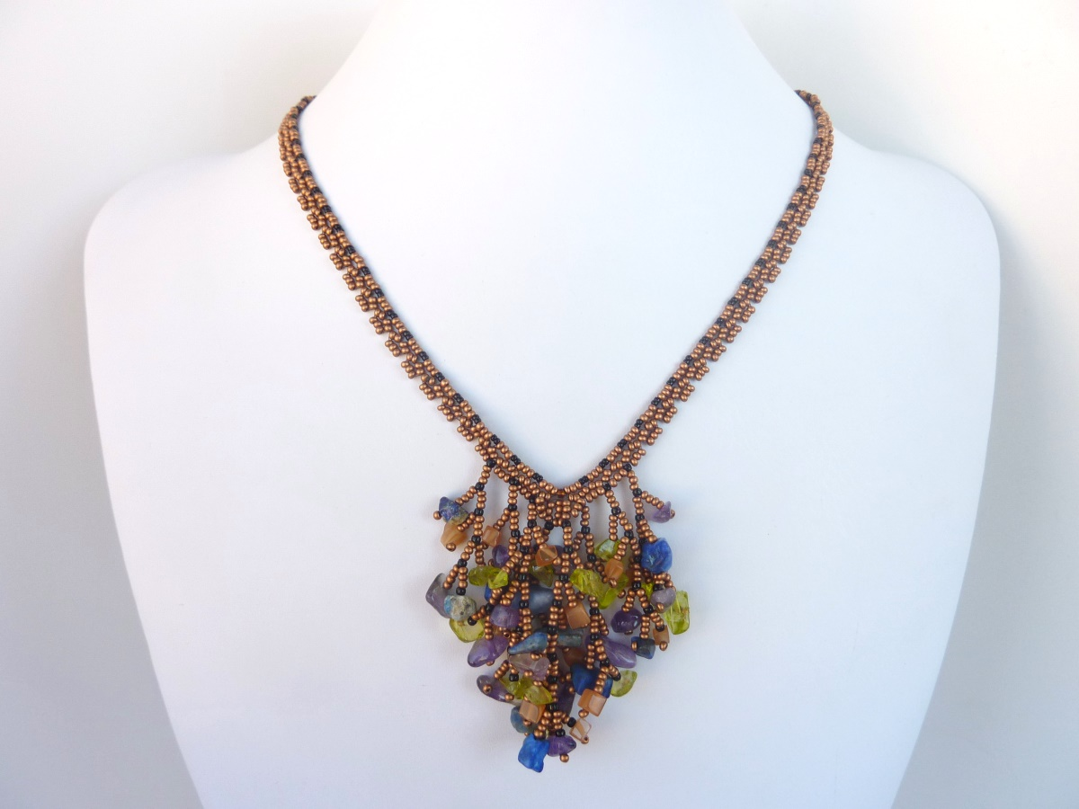 FREE beading pattern: Coraled V necklace