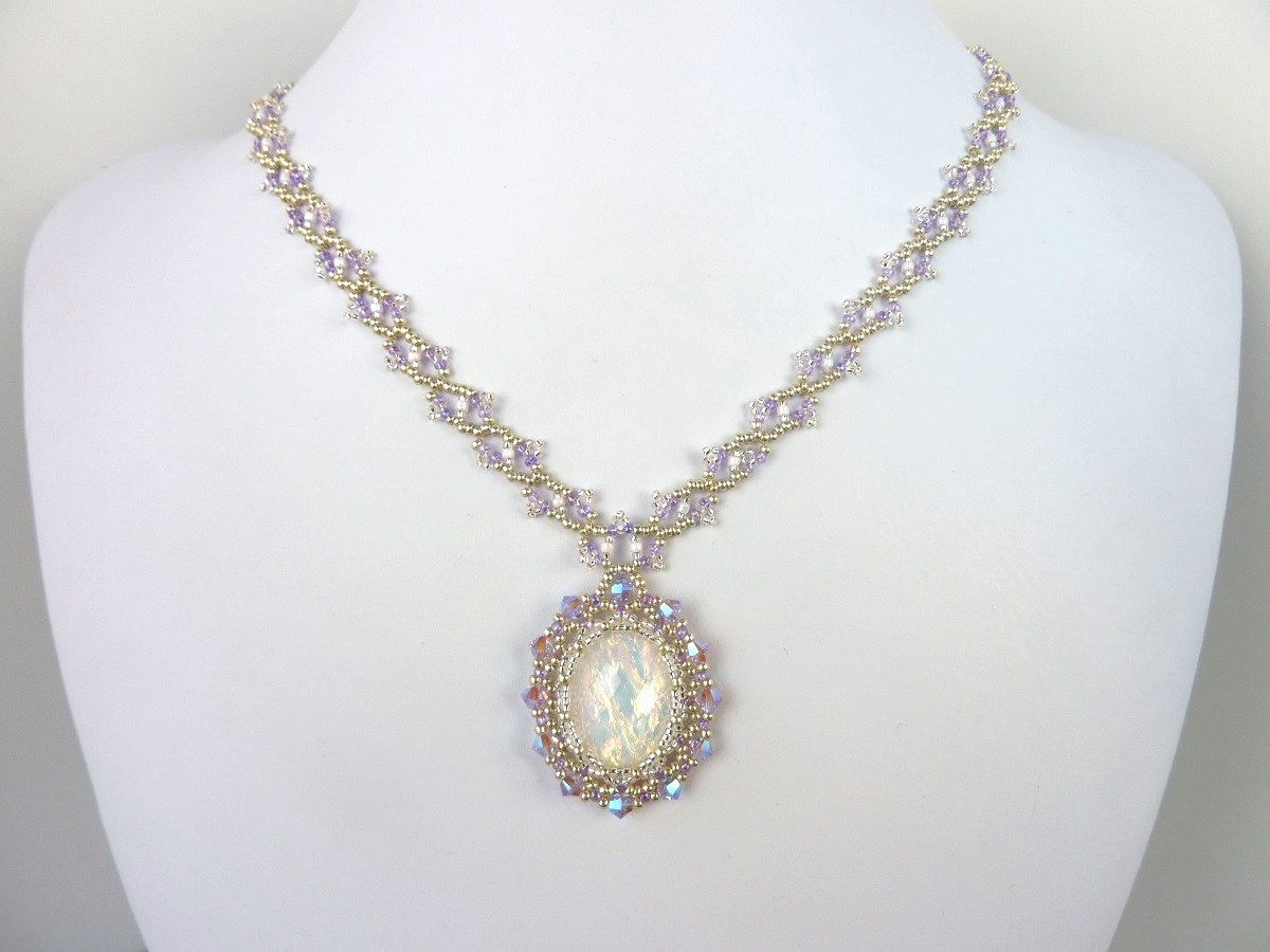 FREE beading pattern: Victorian Netted Bezel on Lacy Chain