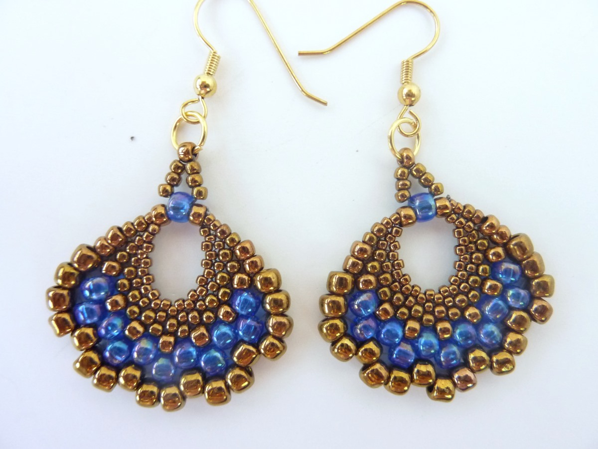 FREE pattern: Peyote Fan Earrings