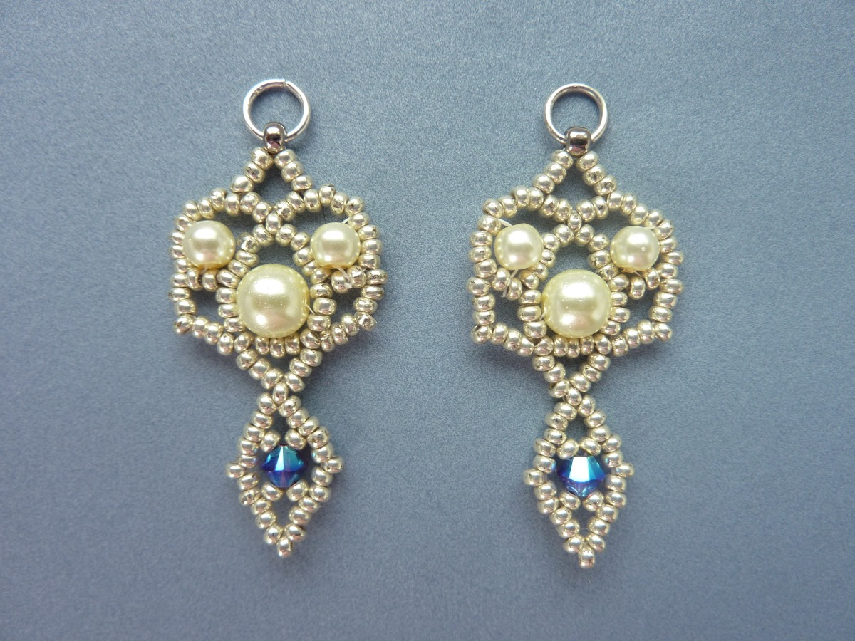 FREE beading pattern: Royal Lace Earrings
