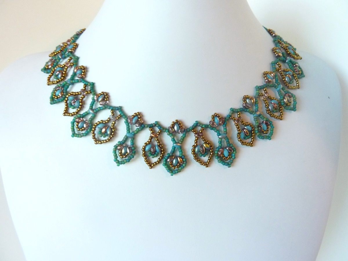 FREE beading pattern: Superduo Leaf Drops Necklace